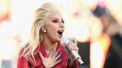 ASSISTA: Lady Gaga lacra tudo na interpretação do hino no Super