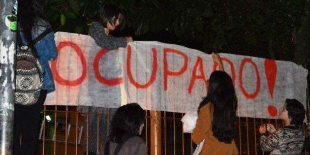 Estudantes de Porto Alegre ocupam cinco escolas e professores estaduais decidem entrar em