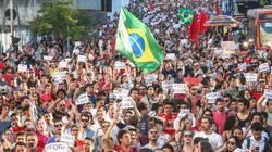 'Mulheres contra Temer': Manifestantes protestam contra Michel Temer na Av.