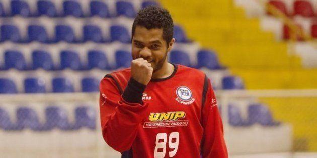 Goleiro da seleção brasileira de handebol é alvo de racismo em partida na