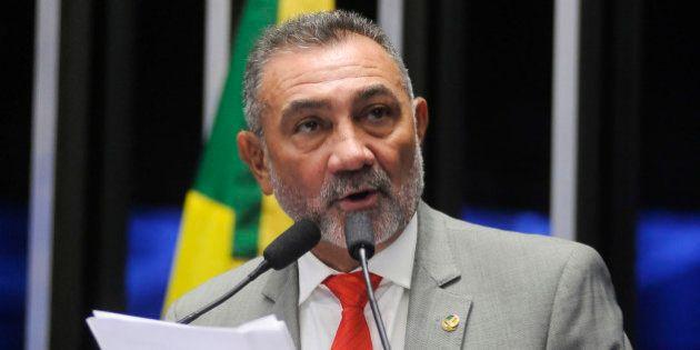 Janot pede que Supremo abra inquérito contra senador acusado de violência contra