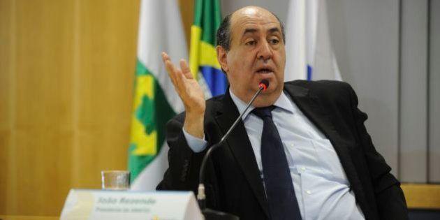 Presidente da Anatel que autorizou limitar internet fixa renuncia ao