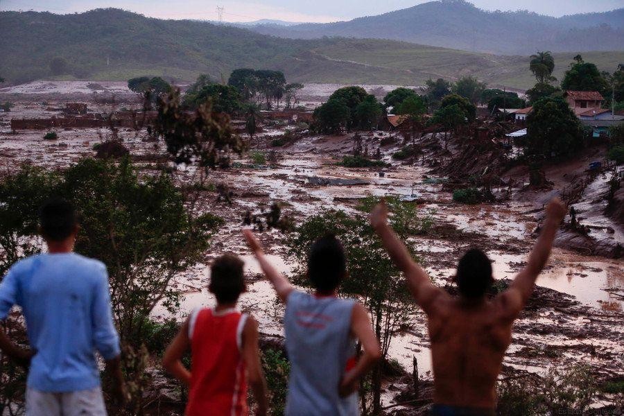 Barragem se rompe, causa destruição e deixa desaparecidos em Minas Gerais