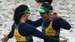 A alegria de Ágatha e Bárbara ao derrotarem as chinesas no vôlei de praia contagiou os