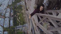 ASSISTA: Amigos invadem e escalam Torre Eiffel, em