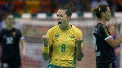 SHOW! Handebol feminino bate Montenegro e termina primeira fase líder do grupo