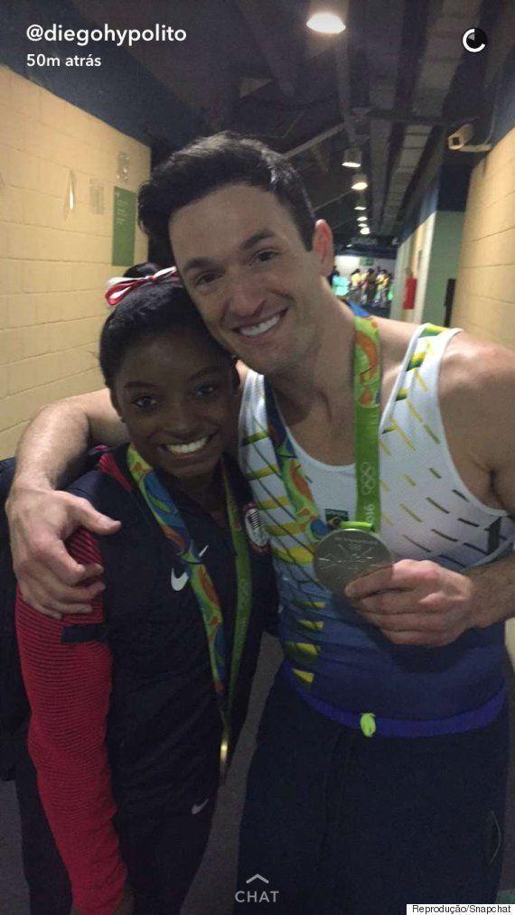 Diego Hypolito e Simone Biles 'ostentam' medalhas no