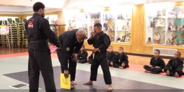 Academia de artes marciais quer mostrar que chorar também é coisa de