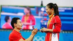 Chinesa é pedida em casamento NO PÓDIO: 'Não esperava que fosse justamente