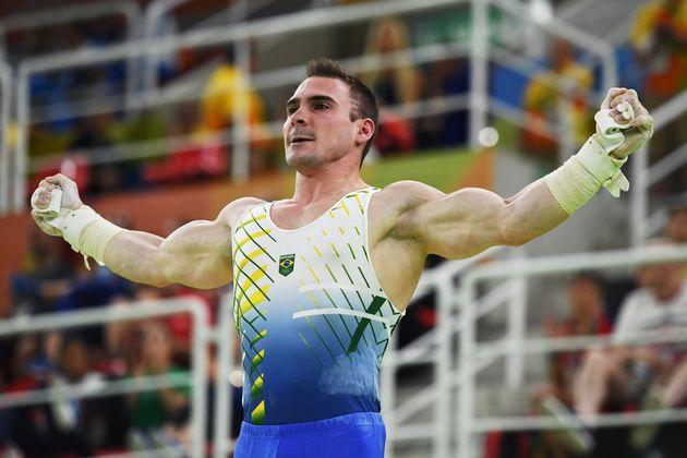 Arthur Zanetti comemora medalha olímpica: 'A prata em casa é muito mais