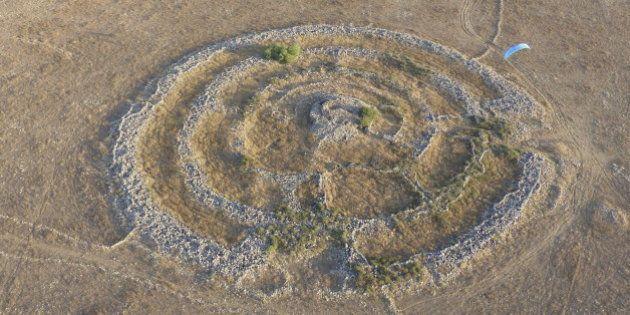 Monumento pré-histórico parecido com Stonehenge desperta mistério nas Colinas de