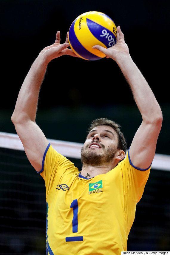 #Rio2016: Brasil derruba França no vôlei masculino e vence por 3 sets a