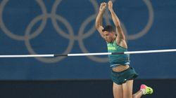 NEM ME VIU! Thiago Braz é OURO no salto com vara com recorde