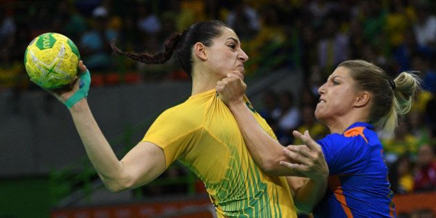 Brazil's right wing Eduarda Amorim (L) vies with Netherlands' centre back Nycke Groot during the women's...