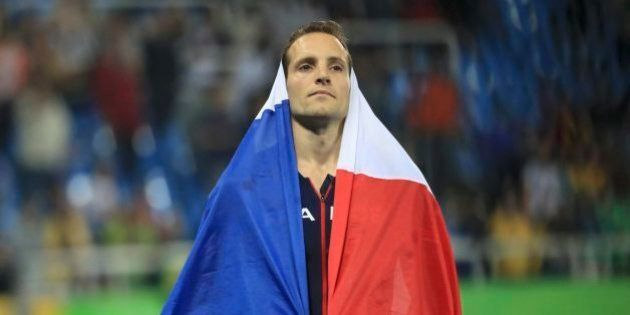 'Brasil é um país bizarro', diz técnico de francês derrotado por Thiago