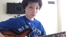 ASSISTA: Ator de 'Stranger Things' é uma graça tocando Nirvana na guitarra