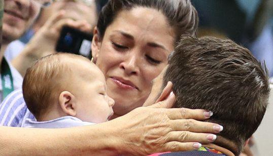 Fofura: Atletas olímpicos correm para o abraço dos filhos após