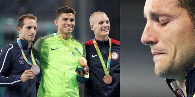 Thiago Braz pede para estádio aplaudir francês Renaud Lavillenie, às lágrimas com