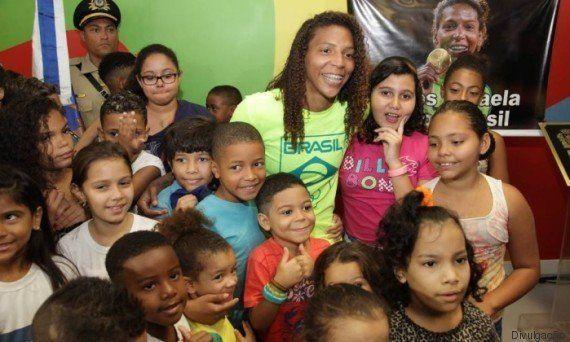 Homenagem mais que justa! Judoca Rafaela Silva dá nome a escola no Rio de
