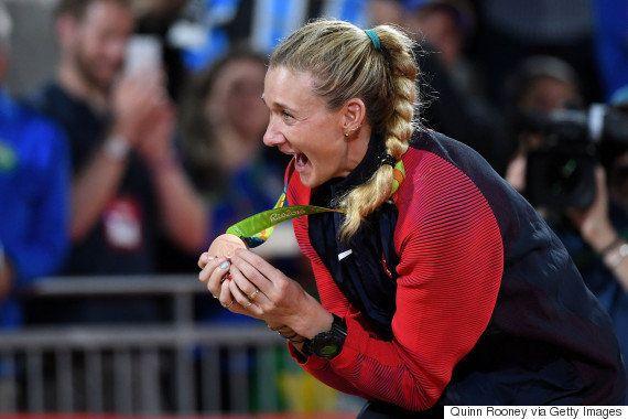 Quando o bronze vale ouro: Kerri Walsh comemora terceiro lugar como