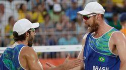 Gigantes de OURO! Alisson e Bruno vencem italianos na final e são campeões do vôlei de