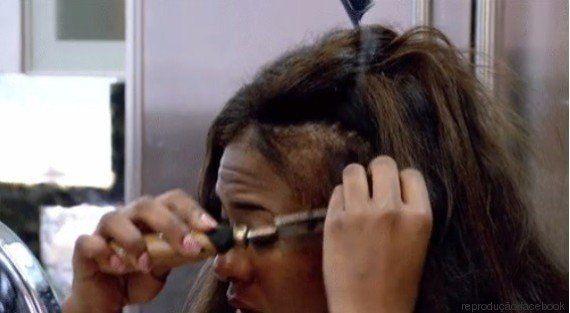 Cabeleireira de Atlanta faz alerta sobre proteção das raízes de cabelos crespos e viraliza na