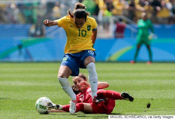 Seleção feminina perde para o Canadá e termina em quarto lugar na Rio