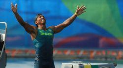 Merecido! Isaquias será o porta-bandeira do Brasil na cerimônia de encerramento da Rio