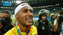 ASSISTA: Após conquista do ouro, Neymar discute e xinga torcedores no