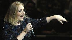Adele superou todas as expectativas e literalmente beijou um cão durante