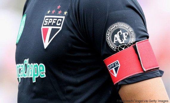 Eternos campeões: Unidos, todos os clubes do Brasileirão prestam homenagem à