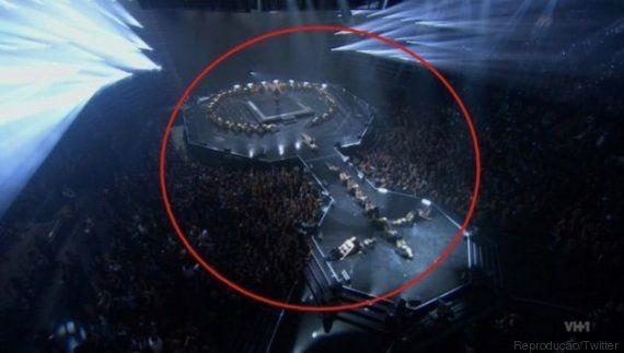 Reparou? Beyoncé encerra show no VMA com um poderoso símbolo