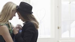 Ser mãe e lésbica é ser invisível duas