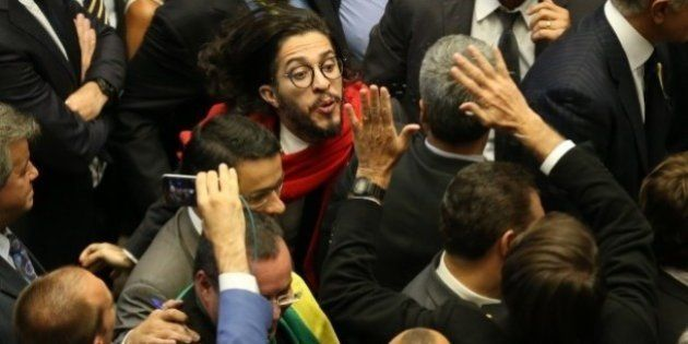 Cusparada em Bolsonaro pode afastar Jean Wyllys da Câmara por 120