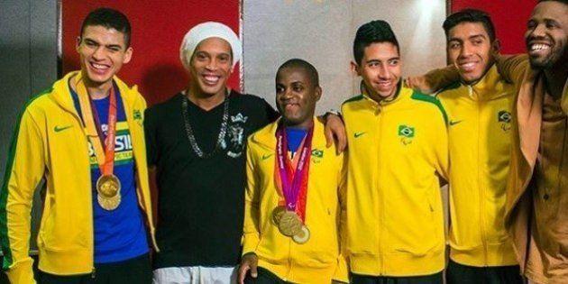 Ronaldinho Gaúcho e atletas paralímpicos protagonizam o clipe oficial da