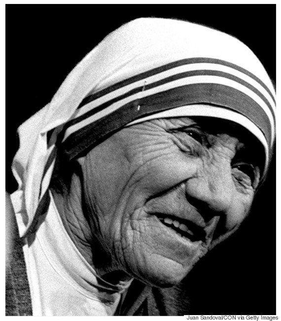 Madre Teresa de Calcutá é canonizada pelo papa Francisco após milagre envolvendo