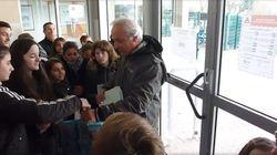 A emocionante despedida de um professor que se aposenta após 40 anos de