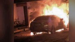 Carro destruído por coquetel molotov assusta vizinhos de