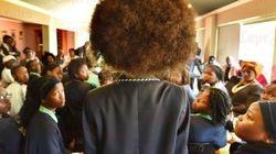 Meninas da África do Sul exigem fim da proibição do black power em
