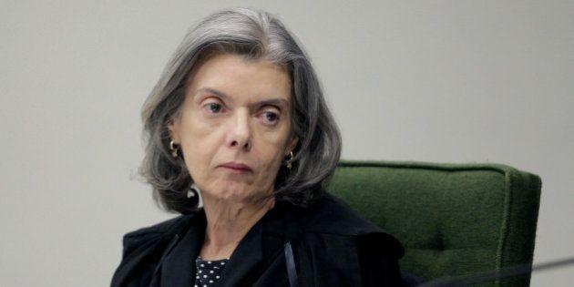 'Eu não gosto de festa, gosto de processo', diz Cármen Lúcia, homenageada no