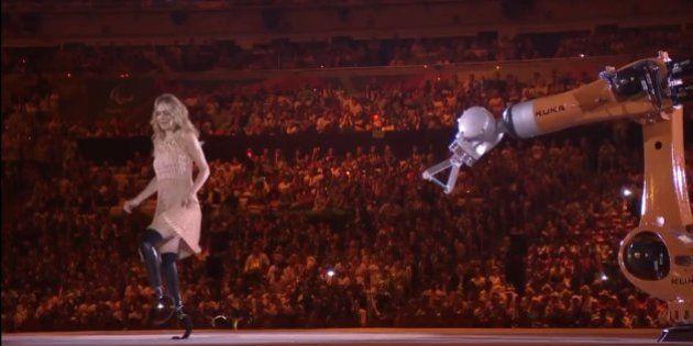 #Paralimpíada2016: Amy Purdy faz belíssima dança com robô