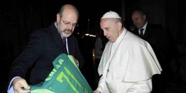 Papa Francisco ganha camiseta da Chapecoense de Natal