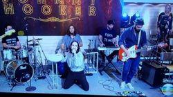 Ousadia: Músicos de Johnny Hooker fazem protesto contra Michel Temer no