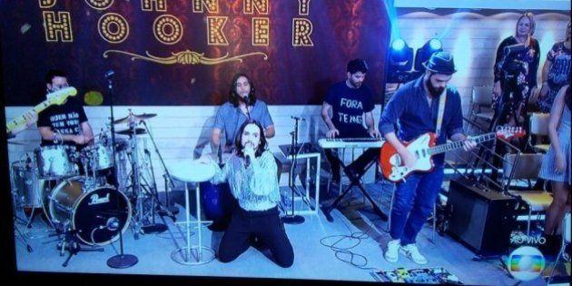 Músicos de Johnny Hooker fazem protesto ao vivo contra Michel Temer no programa