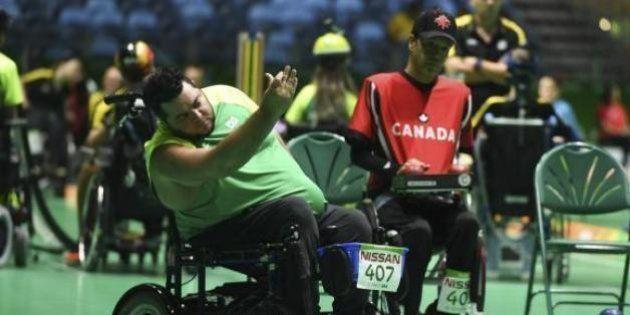 Com emoção, Brasil vence Canadá na estreia da