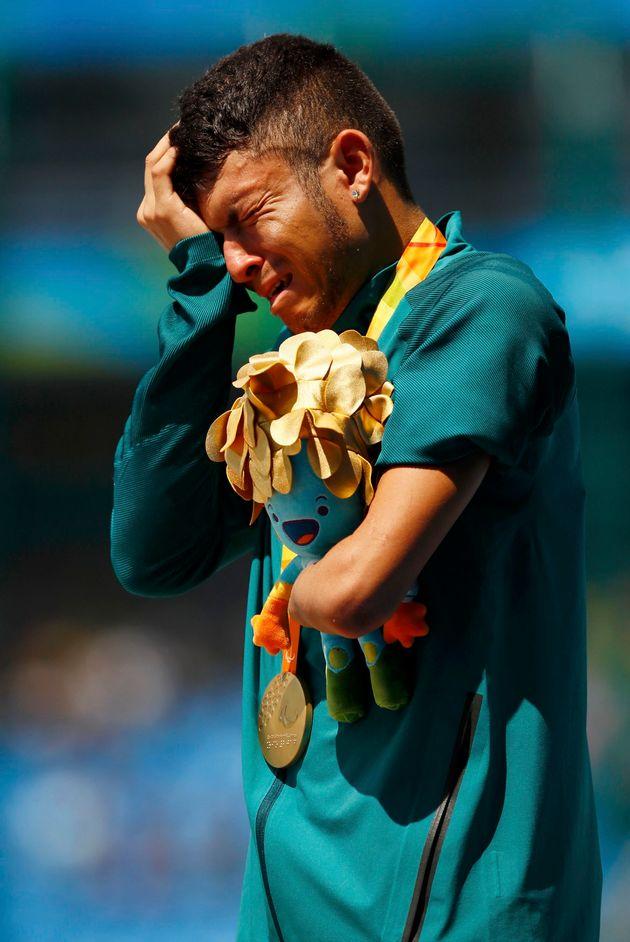Petrúcio Ferreira dos Santos conquista ouro em corrida de 100 metros rasos e quebra recorde mundial da