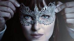 'Cinquenta Tons Mais Escuros' chega picante, com baile de máscaras e até