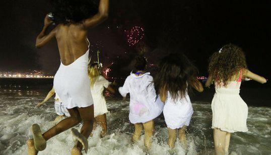 Feliz 2017! Veja imagens da celebração de Ano-Novo no