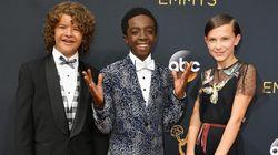 Turma de 'Stranger Things' canta, serve comida e rouba a cena no Emmy