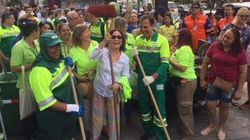 Regina Duarte ajuda Doria a varrer Av. Paulista: 'É participando que nos tornamos